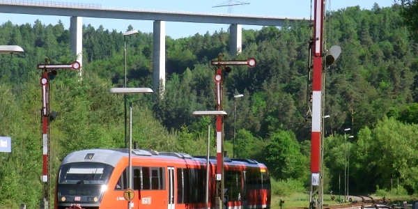 Tour ab Bahnhof PS-Nord, im Hintergrund die Schwarzbachtalbrücke