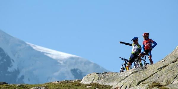 Bikers enjoying the spectacular views of Aletsch Arena