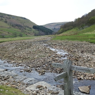 Footpath along the banks of the River Swale