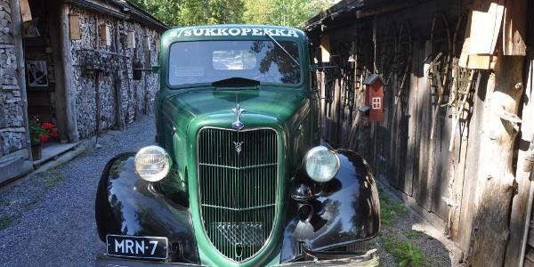 Altes Auto in Herrankukkaro