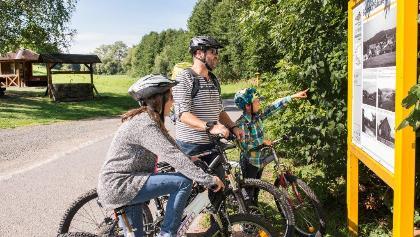 Radfahrer an der Wüstung Billmuthausen