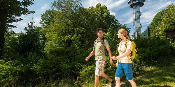 Wanderer am Aussichtsturm Dreiländerpunkt