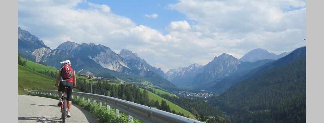 Radtour vor Dolomitenpanorama