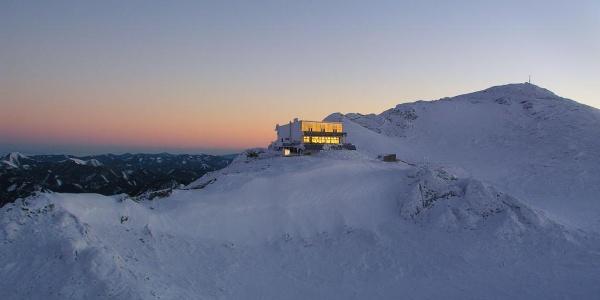 ÖTK-Schiestlhütte in der Morgensonne