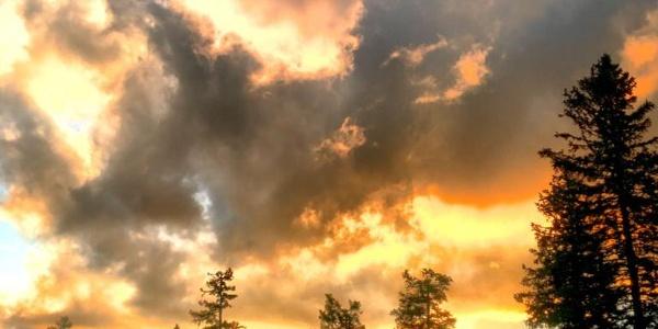 Wenn die Abendsonne den Himmel über dem Hochkar-Schutzhaus zeichnet