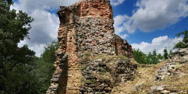 A fehérkői vár falai főleg téglából épültek