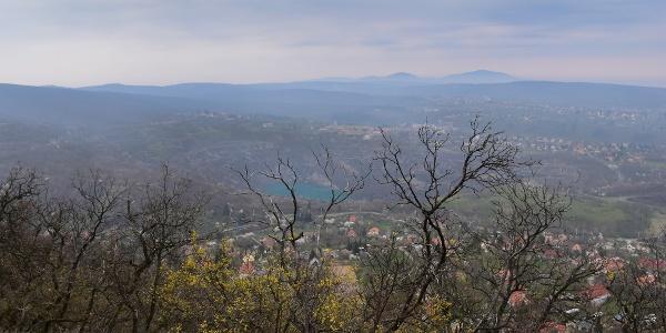 Kilátás a Flóra-pihenőből