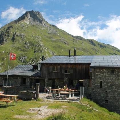 Ein Platz vor der Hütte