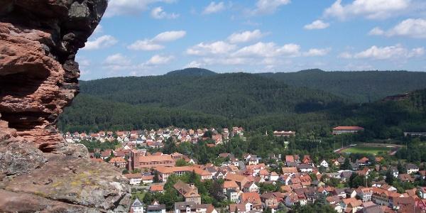 Blick auf Hauenstein vom Kreuzfelsen