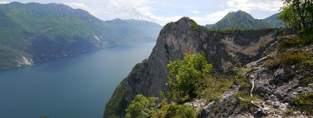 Blick vom Monti di Riva auf den Gardasee
