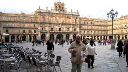 belebter  Stadtplatz von Salamanca