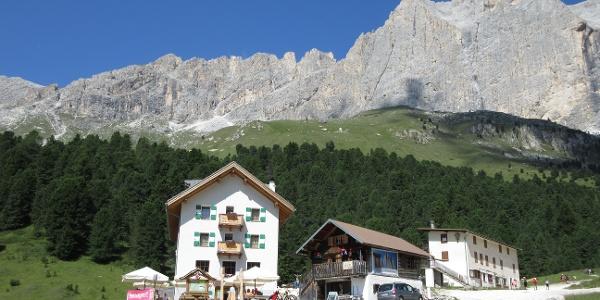 die Gardeccia Hütte (Busstation)