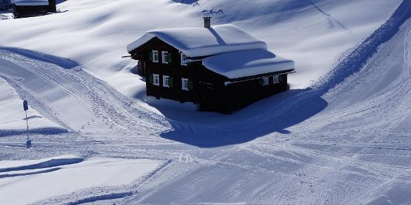 Direkt mit den Skiern zum Haus