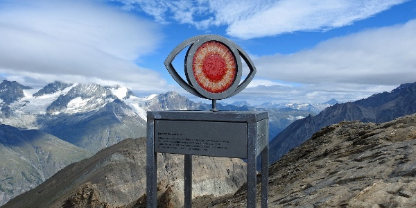 Unterwegs Metall-Glas-Skulpturen mit Informationen