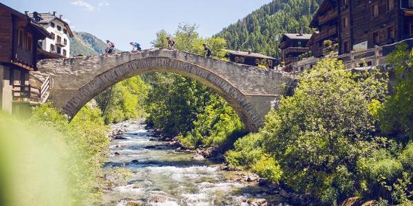 Pont dans le village de Binn