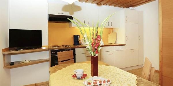 Küche (TV, Geschirrspüler, Kühlschrank, Kaffeem.)