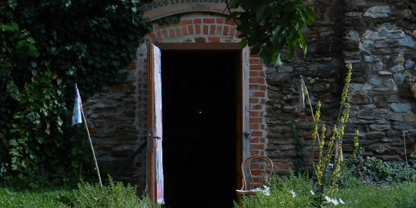 Natúrbolt bejárata