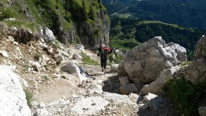 Tragepassage vom Col dei Baldi hinauf zum Rifugio Sonnino.
