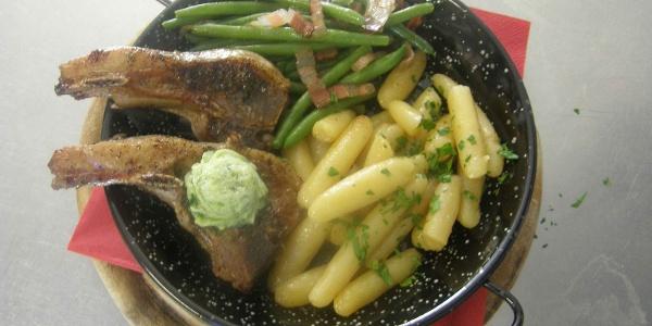 Lammkotelette, Speckfisolen mit Kärntner Schupfnudeln