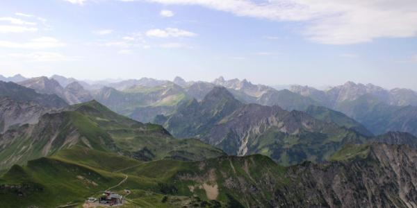 Traumhafter Panoramablick vom Nebelhorn