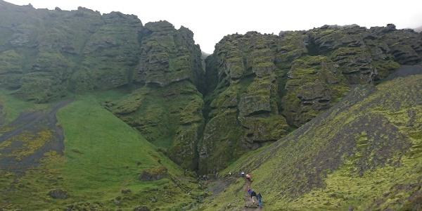 Blick auf die beeindruckende Schlucht Rauðfeldsgjá