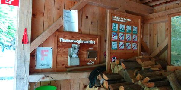 Brennholzlager im Holzschuppen