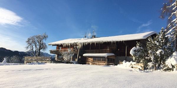 Bauernhaus in der Schneelandschaft