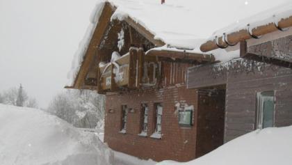 Verschneite Kniebishütte