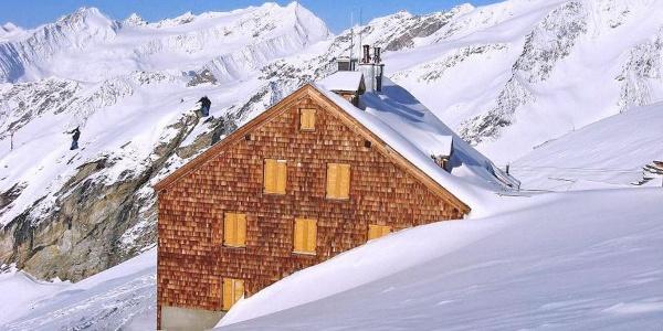 Das Defregger Schutzhaus des ÖTK im Winter