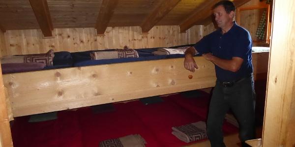 Hermann Klammer in seinem Matratzenlager - Hermann Klammer nel suo dormitorio