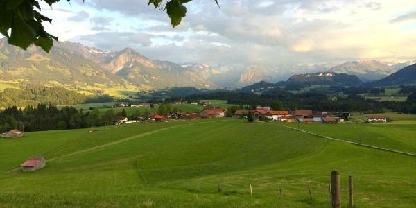 Aussicht von der Wittelsbacher Höhe bei Schweineberg-Ofterschwang
