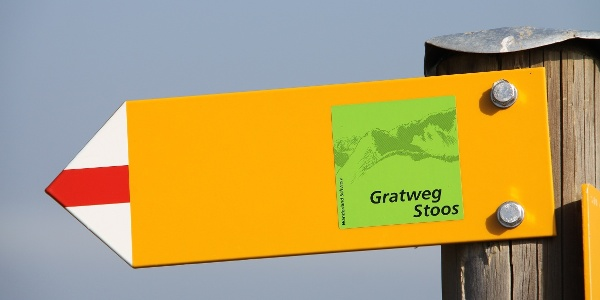 Gut markiert: Gratweg Stoos.