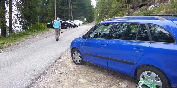 Parkplatz auf dem Weg zur Wollbachalm