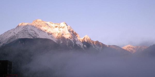 ... die Alpenüberquerung: Schlegeisstausee - St. Jakob - Sonnenaufgang mit Neuschnee