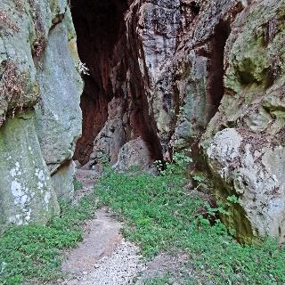 Eingang Höhlensystem
