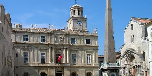 """""""Place Republique"""", der Stadtplatz von Arles"""