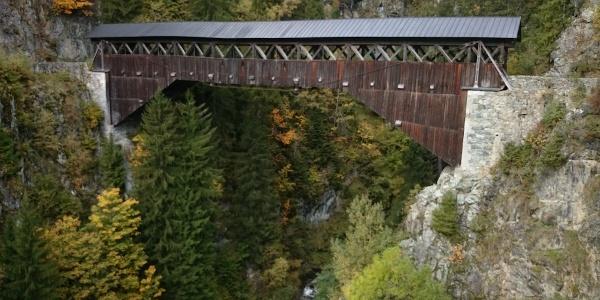 imposante Holzbrücke Punt Gronda