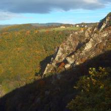 Blick auf den schroffen Felsengarten