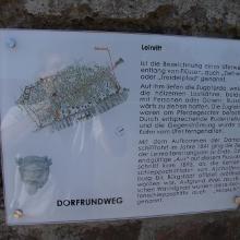 Hinweisschild des Dorfrundweges in der Turmgasse