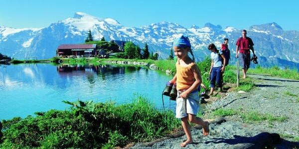 Barefoot trail around Lake Härzli