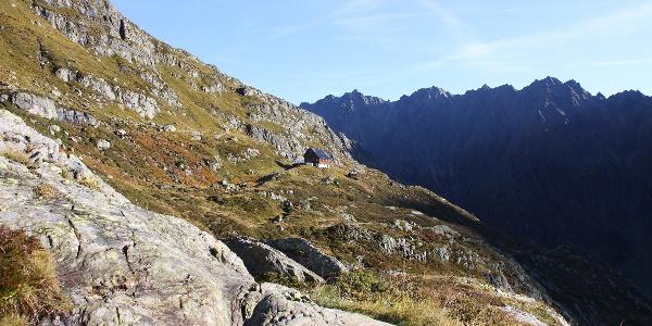 Blick auf die Gaulihütte vom «Wasserfallweg».