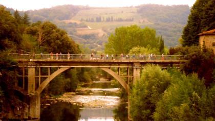 der Fiume Arno 100 km vor Florenz