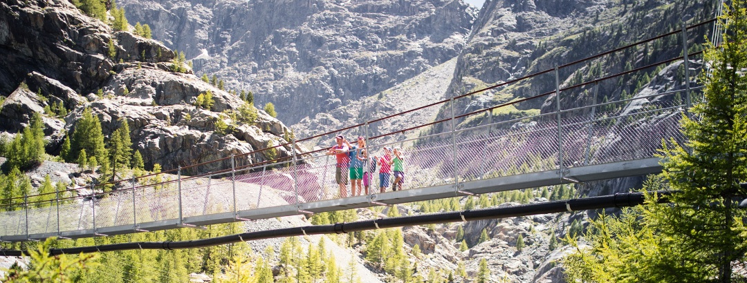 A highlight of the hike – crossing the suspension bridge