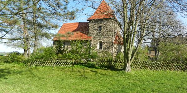 Die um 1200 im romanischen Stil erbaute Wehrkirche Kulkwitz ist eine der ältesten Kirchen in Sachsen.