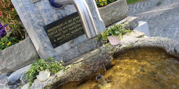 Brunnen vor der Wallfahrtskirche Heilbrunn