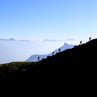 Passage des coureurs au sommet du Catogne