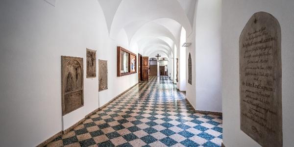 Ehemaliges Karmeliterkloster: Zugang