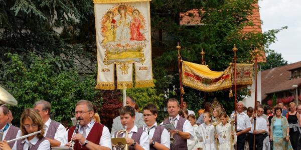 Prozession durch das Dorf