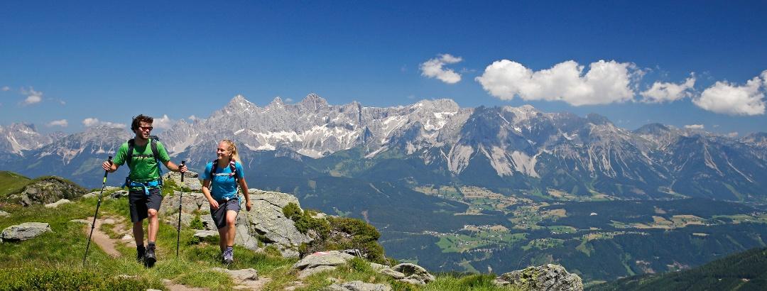 Wanderer in der Region Schladming-Dachstein