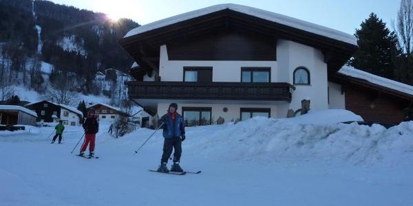 Haus mit Skifahrer